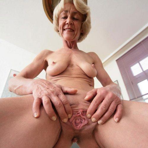 Eine Oma Bitch