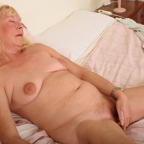 blonde Omas Muschi